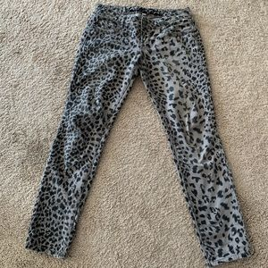 🦋 Leopard Jeans size 3 not stretches
